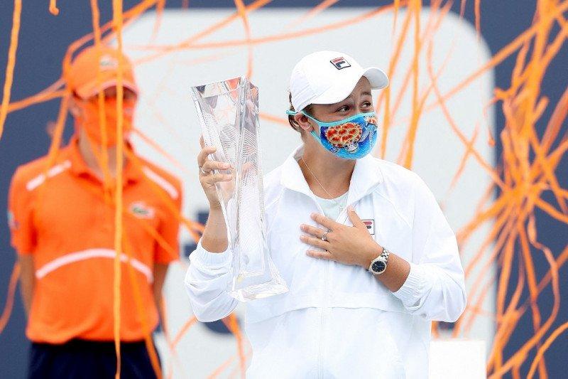 Barty pertahankan gelar Miami Open melalui menang WO