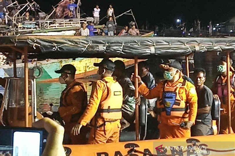 17 ABK Kapal Barokah berhasil dievakuasi ke RS Bhayangkara