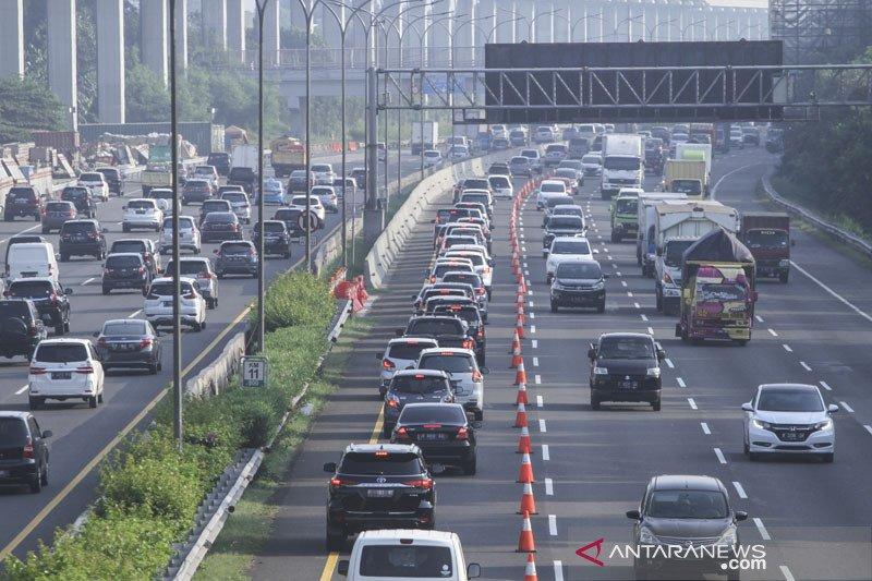 """Arus balik libur Paskah, Tol Jakarta-Cikampek diterapkan """"contraflow"""""""