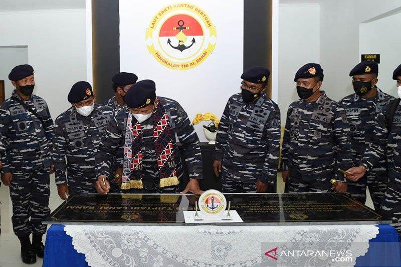 Kepala staf TNI AL resmikan stasiun bantu kapal selam di Natuna