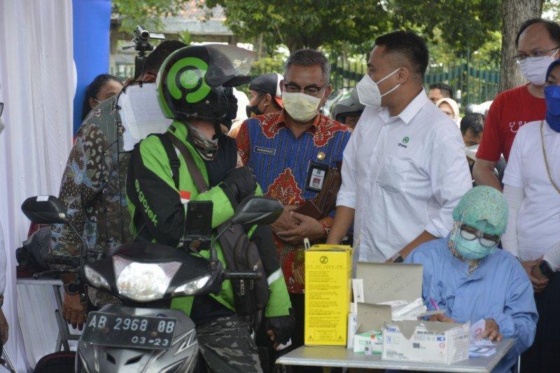 "Pos pelayanan vaksinasi massal ""drive thru"" hadir di Candi Prambanan"