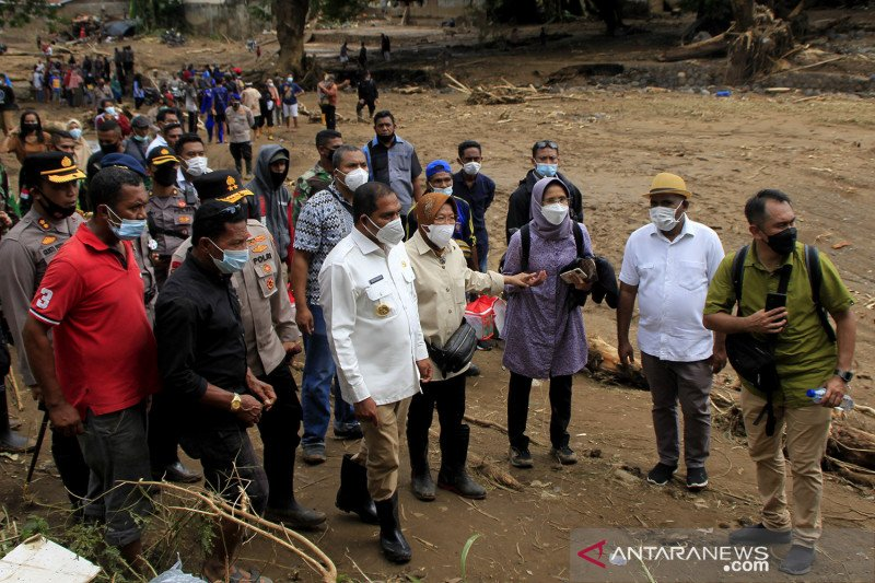 Mensos tinjau lokasi bencana banjir bandang di Adonara, Flores Timur
