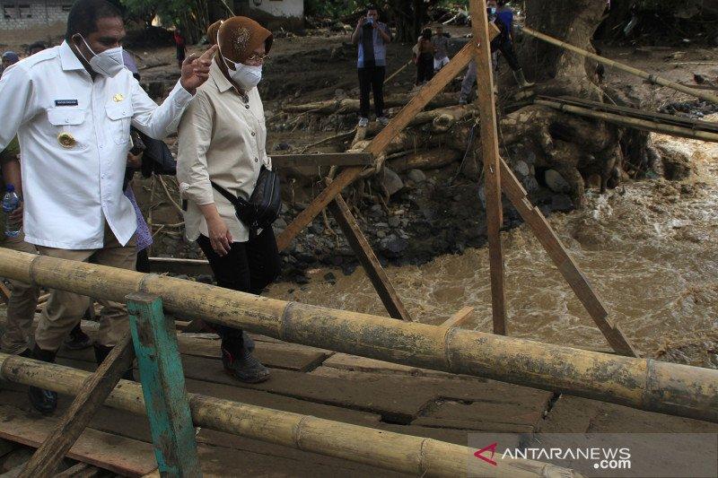 Mensos tinjau lokasi banjir bandang Adonara Timur