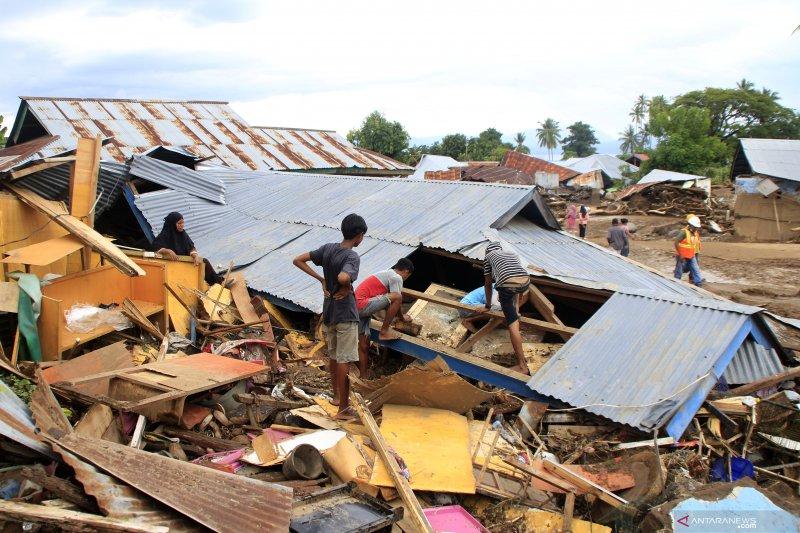 Kemarin, mulai korban banjir di Lembata hingga mengenal siklon Seroja