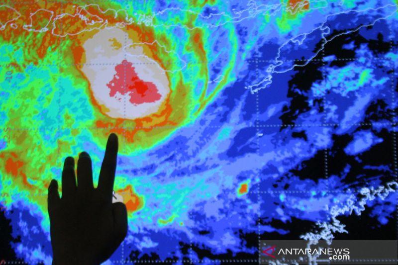 BMKG: Sebagian provinsi berpotensi hujan lebat disertai angin kencang