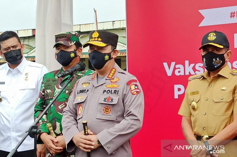 Kapolri dan Panglima TNI pantau pelayanan vaksinasi COVID-19 di Medan