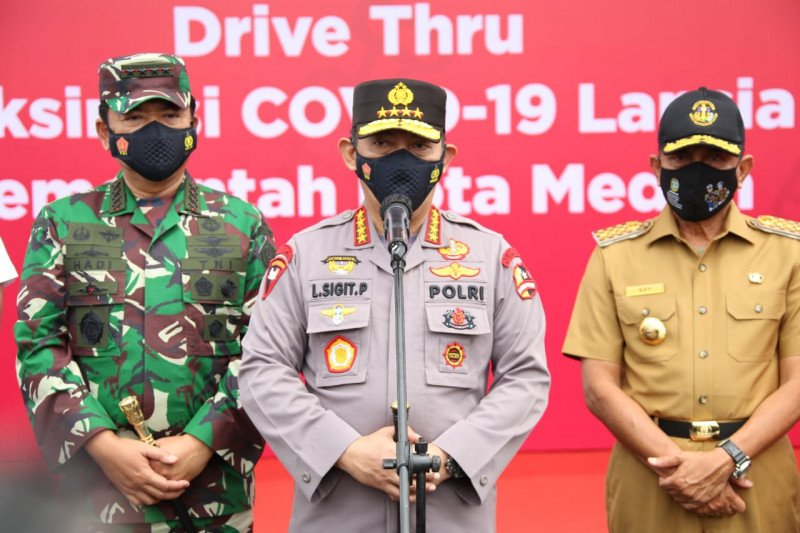Kapolri dan Panglima TNI kunker bersama tinjau vaksinasi di Natuna