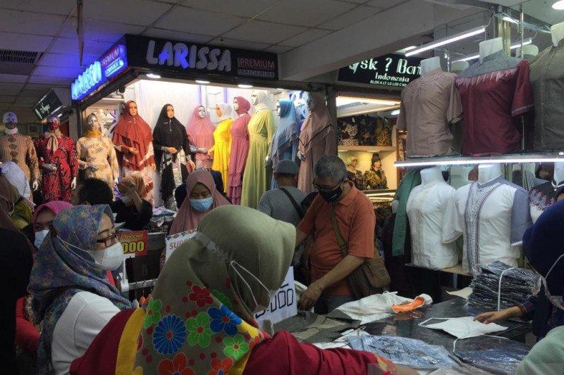 Pembeli mulai ramai di Pasar Tanah Abang