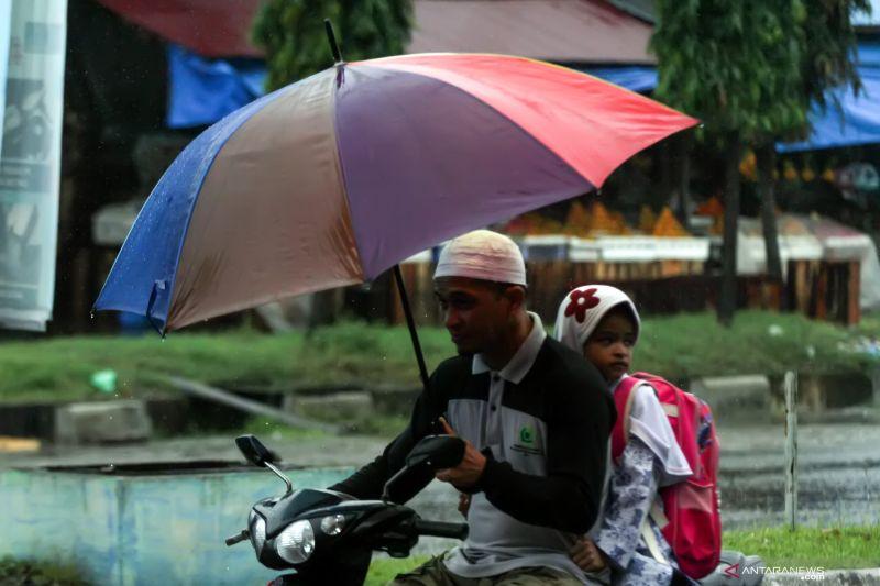BMKG: Sebagian kota di Indonesia diprakirakan hujan mulai siang