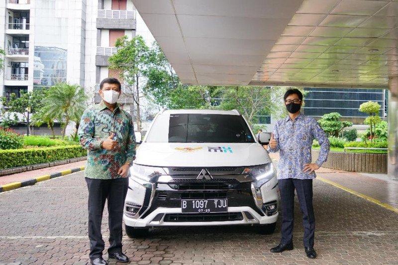Mitsubishi hibahkan satu mobil listrik ke Kementerian BUMN