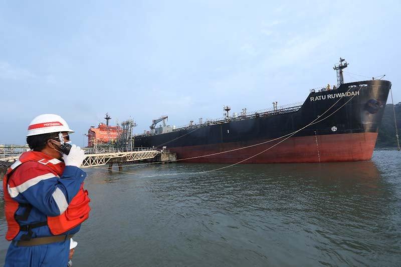 Pertamina Cilacap lakukan pengiriman perdana Pertalite melalui jalur laut
