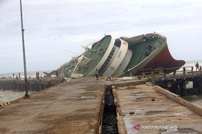 Dua kapal penumpang karam akibat siklon tropis Seroja di NTT
