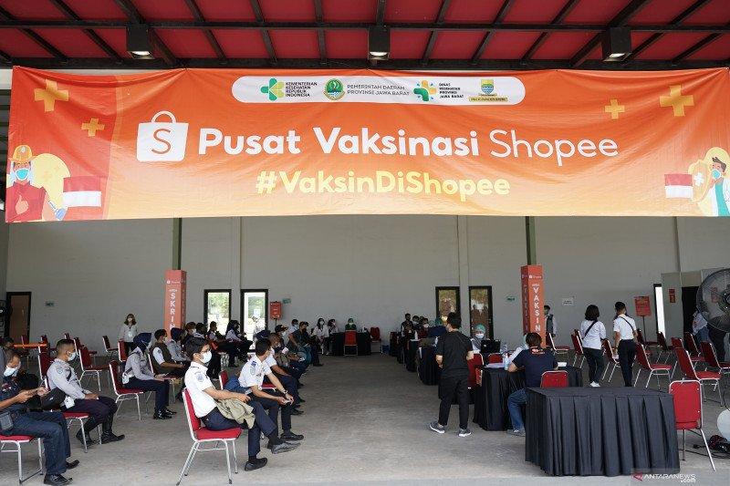 Shopee hadirkan pusat vaksinasi di Bandung bantu pemulihan ekonomi
