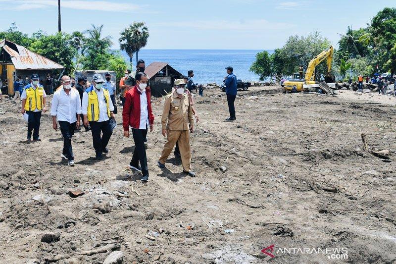 Korban banjir NTT berobat di RS Lapangan Korps Marinir TNI AL