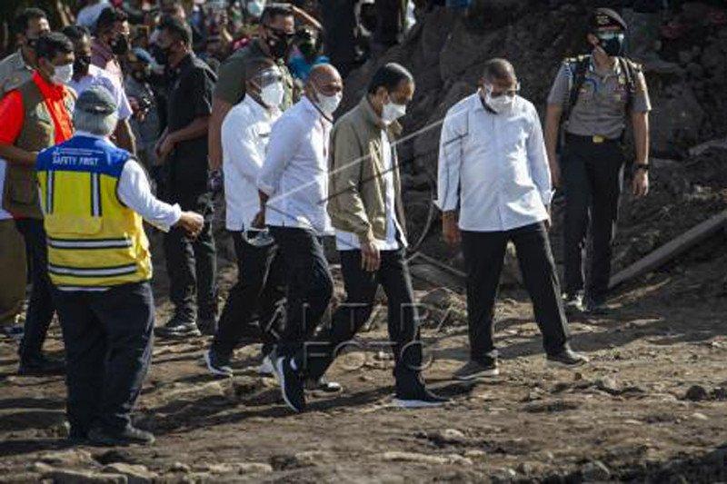 Presiden Jokowi tinjau tanah longsor Adonara NTT