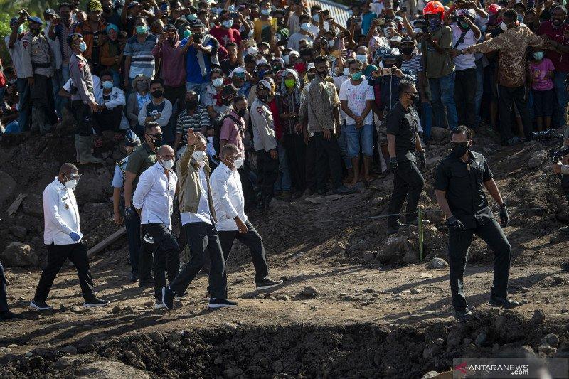 Presiden tinjau kondisi pengungsi di Adonara, Flores Timur-NTT