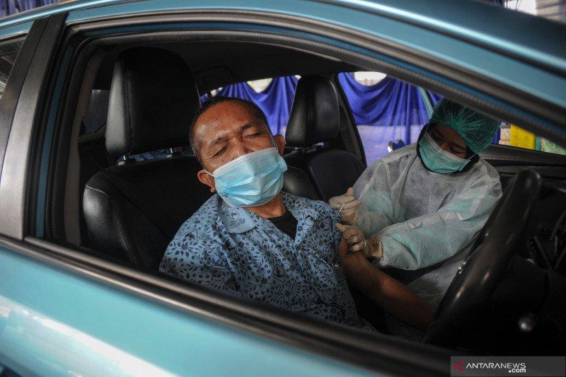 Vaksinasi COVID-19 bagi pengemudi transportasi publik dan lansia