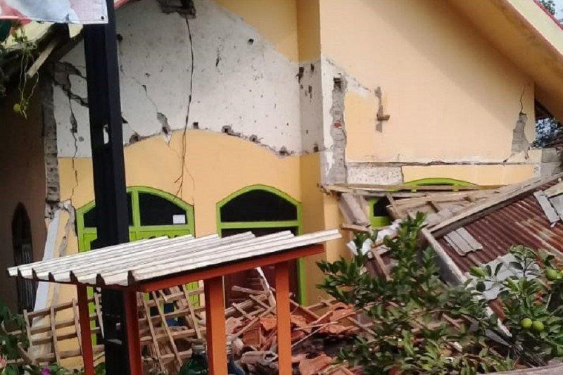 Sejumlah bangunan di Kabupaten Blitar rusak terkena gempa bumi