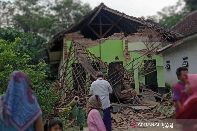 Gempa M6,7 picu guncangan sedang hingga kuat di Jatim