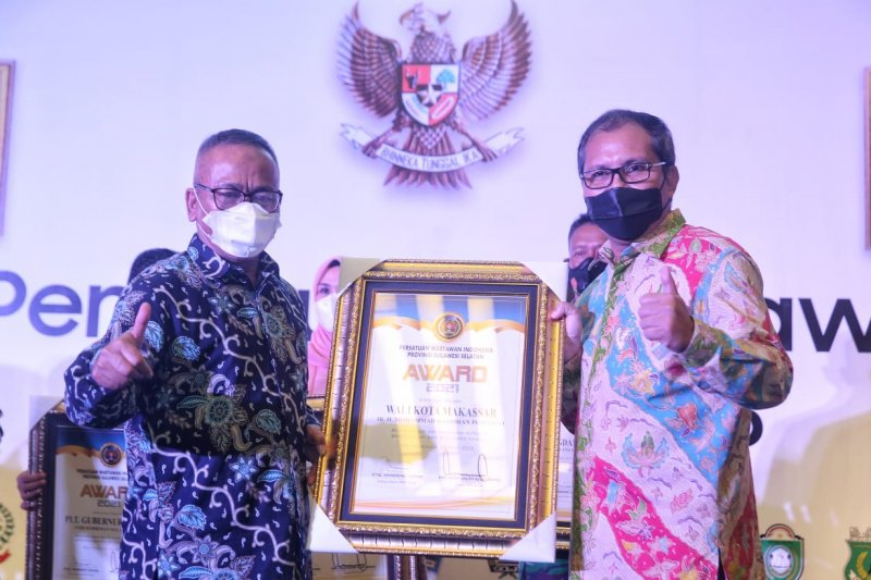 PWI Sulsel beri penghargaan Ramdhan Pomanto pemerhati Pers