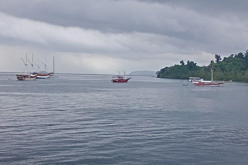 TNI AL patroli pastikan perairan Raja Ampat aman bagi wisatawan