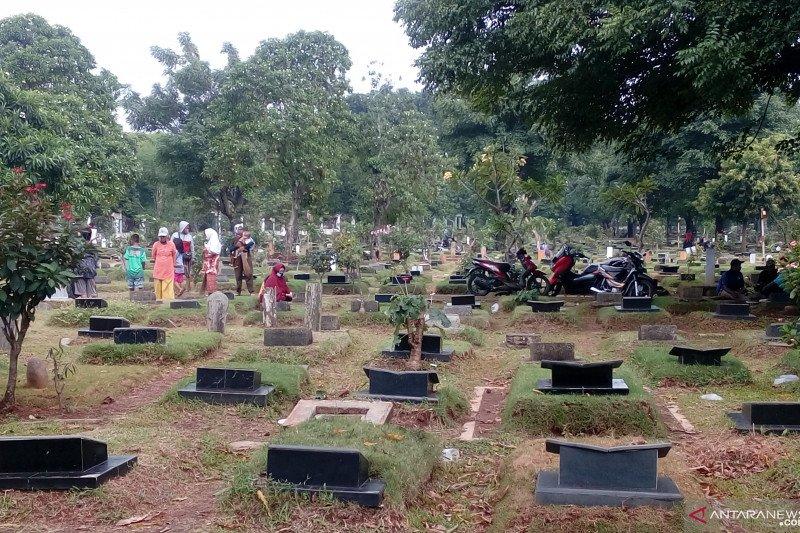 TPU Pondok Kelapa ramai didatangi peziarah jelang Ramadhan