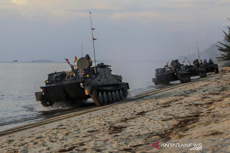 Latihan operasi pendaratan prajurit Korps Marinir TNI AL di Dabo Singkep