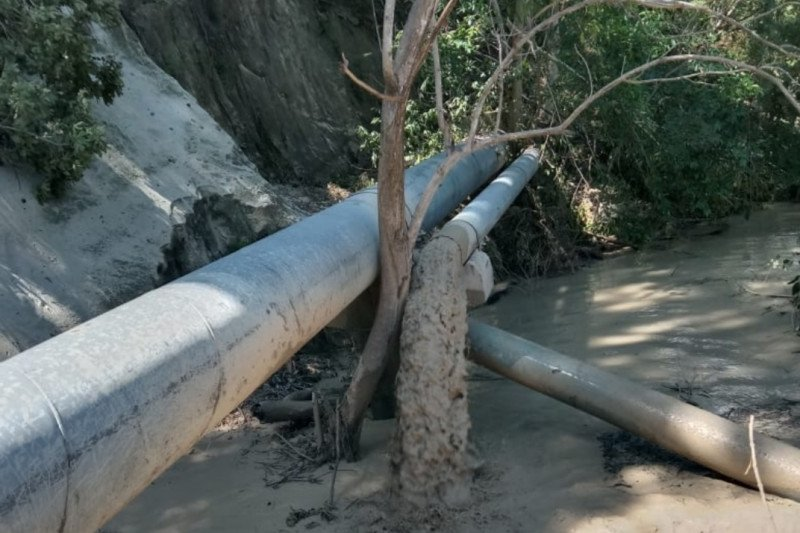 Dua pipa saluran utama air Bendungan Tilong terputus akibat longsor