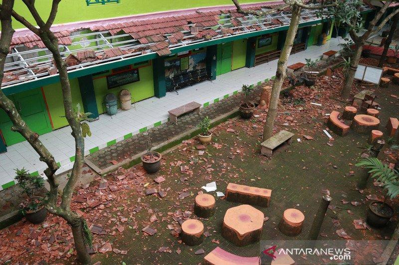 Gedung sekolah rusak karena gempa di Malang