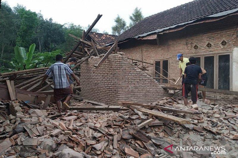 Round up - Gempa di Malang telan korban jiwa dan rusaknya bangunan