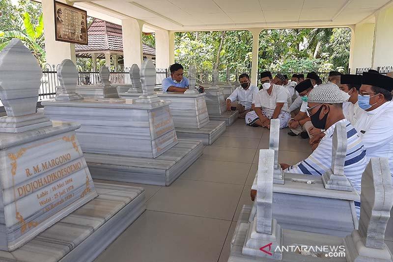 Gerindra Jateng ziarah ke makam leluhur Prabowo Subianto
