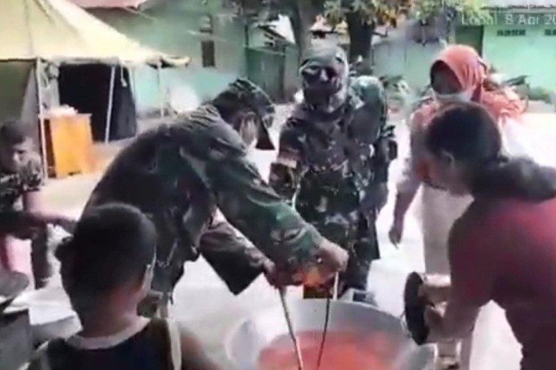Satgas Pamtas buka dapur umum bantu korban bencana di Malaka