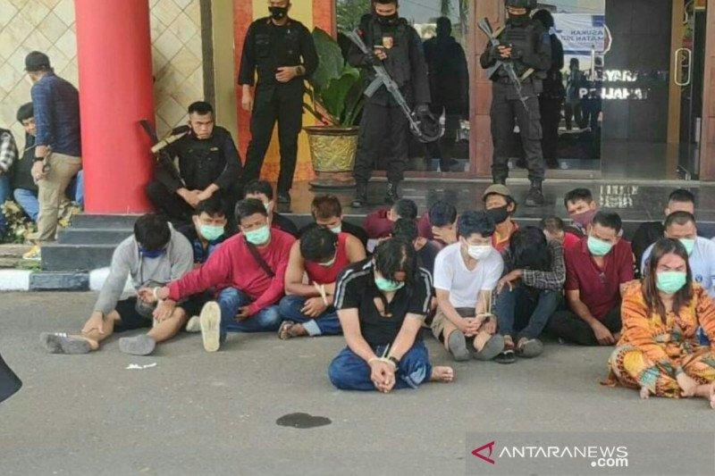 Tim gabungan kepolisian gerebek kampung narkoba di Palembang
