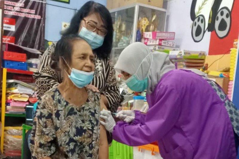 Lansia perlu jaga tubuh bugar untuk menerima vaksin COVID-19