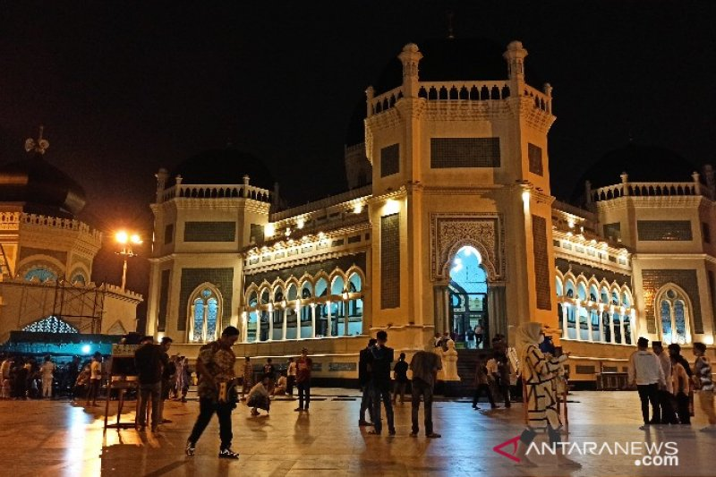 Terapkan prokes, Masjid Raya Medan gelar shalat tarawih perdana