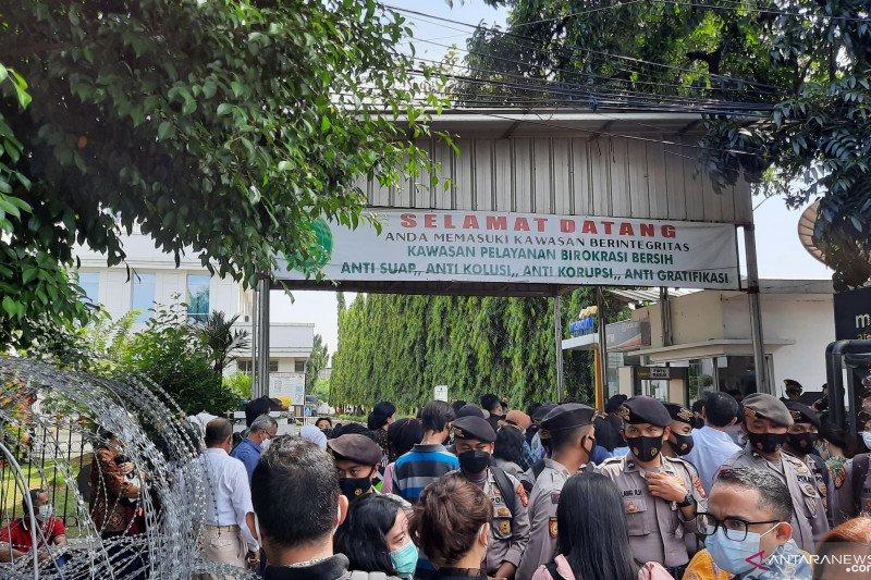 Sidang Rizieq, warga tertahan di depan PN Jakarta Timur