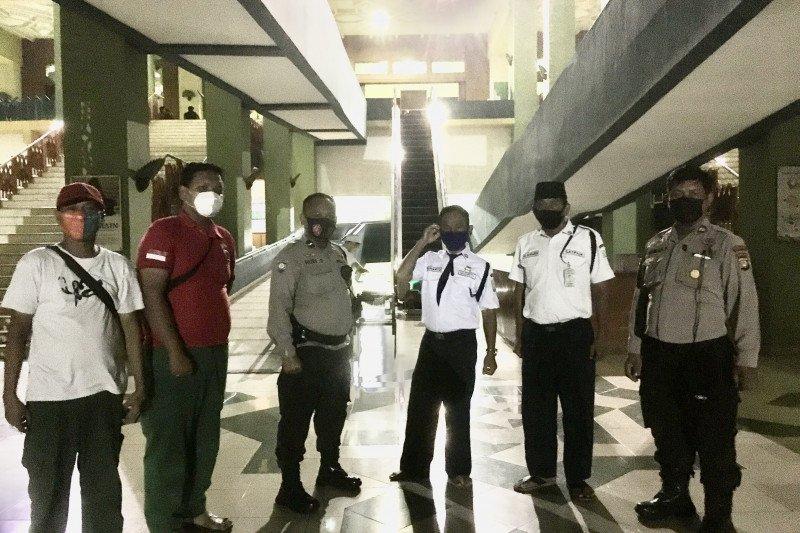 Polisi pantau prokes di Masjid Jakarta Islamic Center