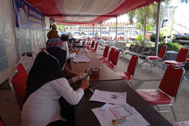 Dinkes Mataram hentikan vaksinasi COVID-19 untuk pelayan publik