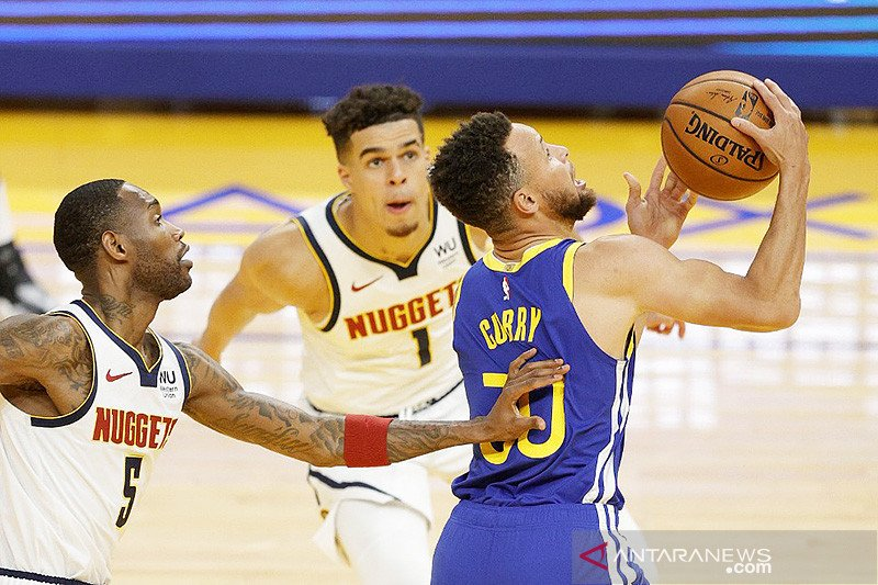 Curry lampaui rekor Chamberlain saat antar Warriors gebuk Nuggets