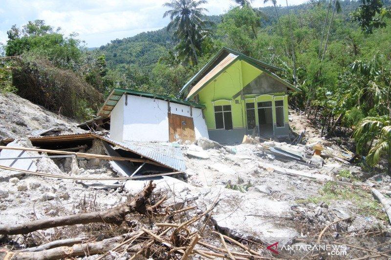 Pemkab Kupang turunkan tim ke lokasi tanah longsor Tunbaun