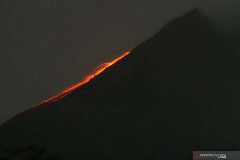 Gunung Merapi dua kali meluncurkan guguran lava ke arah tenggara