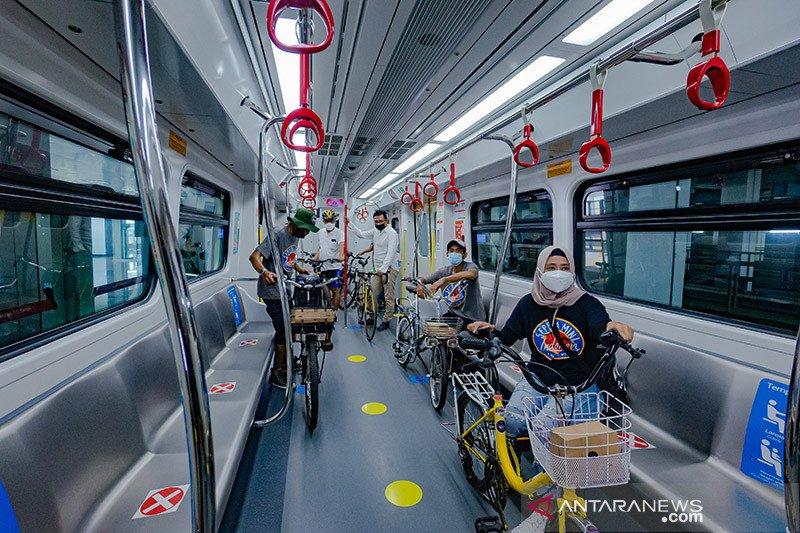 Menhub ajak makin banyak masyarakat menggunakan LRT Jakarta