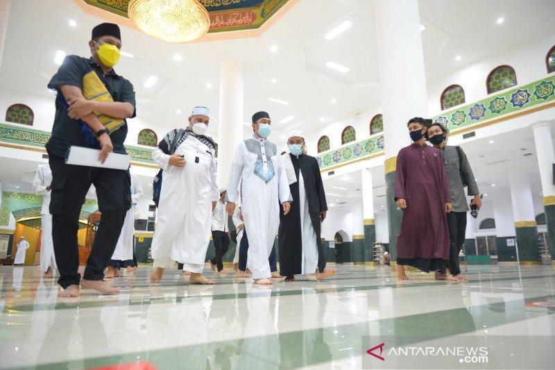 Warga Riau di zona merah COVID-19 lakukan shalat tarawih di rumah