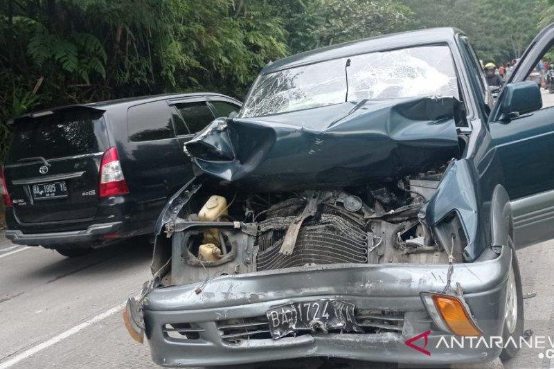 Dua tewas akibat tujuh kendaraan tabrakan beruntun di Sitinjau Lauik