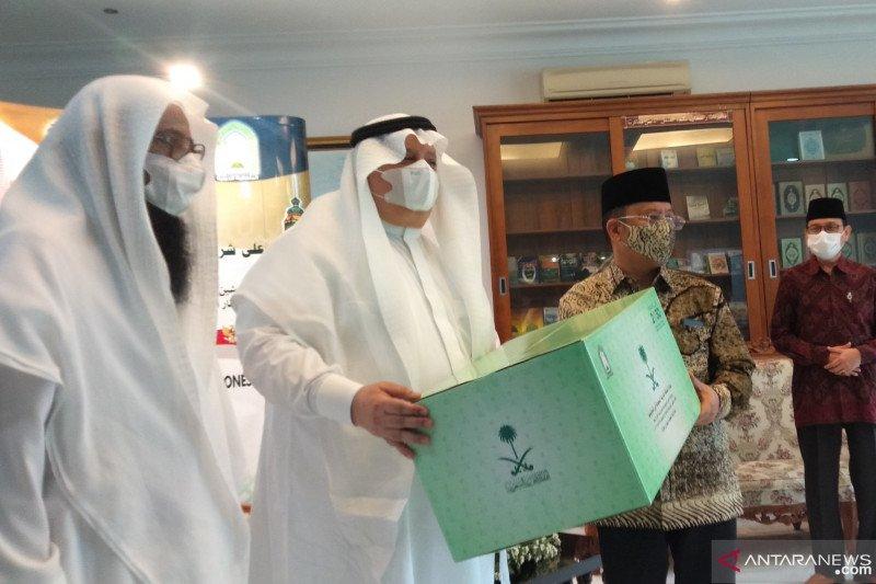 Saudi berikan 3000 paket sembako, 15 ton kurma untuk muslim Indonesia