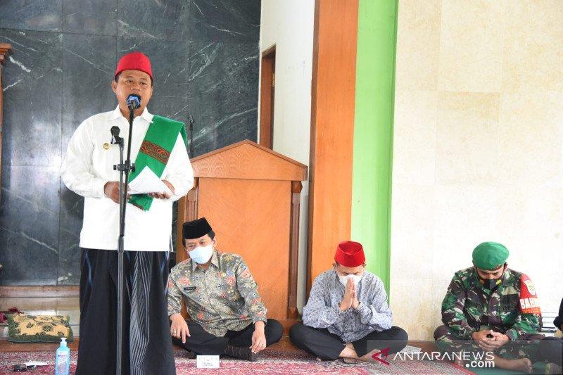 Wagub Jabar salurkan bantuan untuk santri di Garut