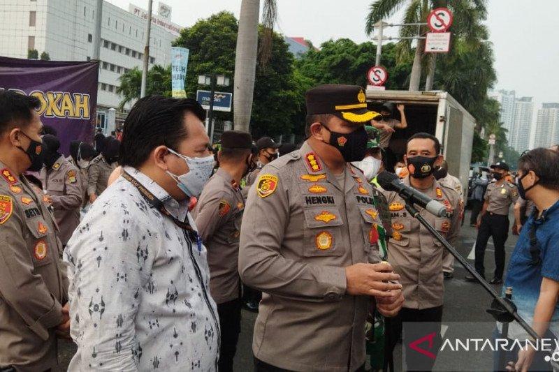 Polres Jakpus bagikan takjil untuk pemulung dan PPSU di Kemayoran