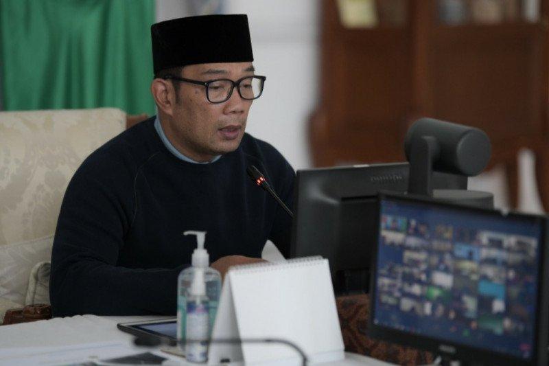 Ridwan Kamil-Kemendagri meluncurkan Aplikasi e-Perda di Jawa Barat