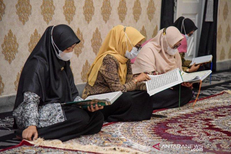ASN di Purwakarta tadarus Al Quran sebelum aktivitas di kantor