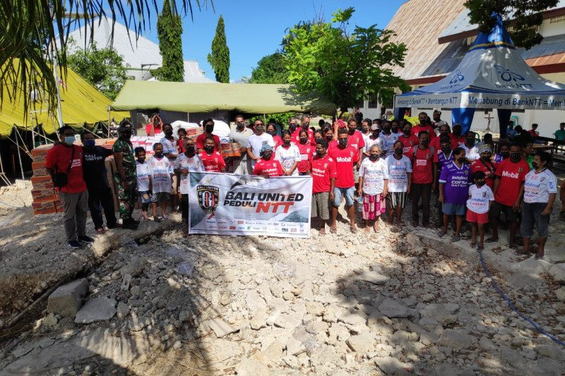 Bali United bantu pengungsi korban bencana banjir NTT